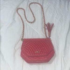 Super chic red shoulder bag! ❣️❣️